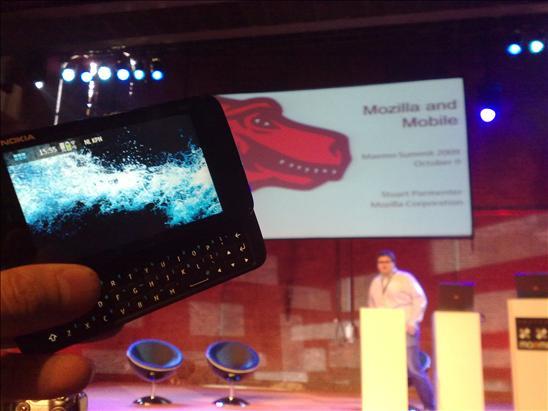 Apresentação da Mozilla sobre Firefox no Maemo (foto de Chippy, via tweetphoto)