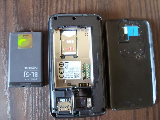 N900 com a tampa traseira e a bateria removidas